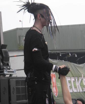 The Crüxshodows - Rogue startet seinen Auftritt wieder im Publikum